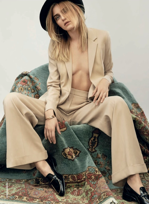 LE FASHION BLOG EDITORIAL D LA REPUBBLICA TAN SUIT WIDE LEG PANTS SUIT LOAFERS 8 Photographer: Johan Sandberg Stylist: Roberta Rusconi Hair: Joseph Pujalte Make-up: Tanja Friscic  Model: Kori Richardson photo LEFASHIONBLOGEDITORIALDLAREPUBBLICATANSUIT9.png