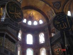 Nama Allah dan Muhammad Dicemarkan Dgn Gambar Syirik Di Dlm Hagia Sofia, Istanbul, Turkey