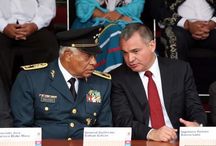 García Luna y el exsecretario de la Defensa, Guillermo Galván. Foto: Germán Canseco.