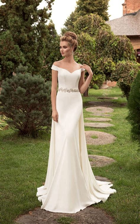 Best 25  Off shoulder wedding dress ideas on Pinterest