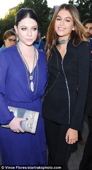brilho juvenil: Michelle Trachtenberg interpreta Dallas, um dos outros irmãs