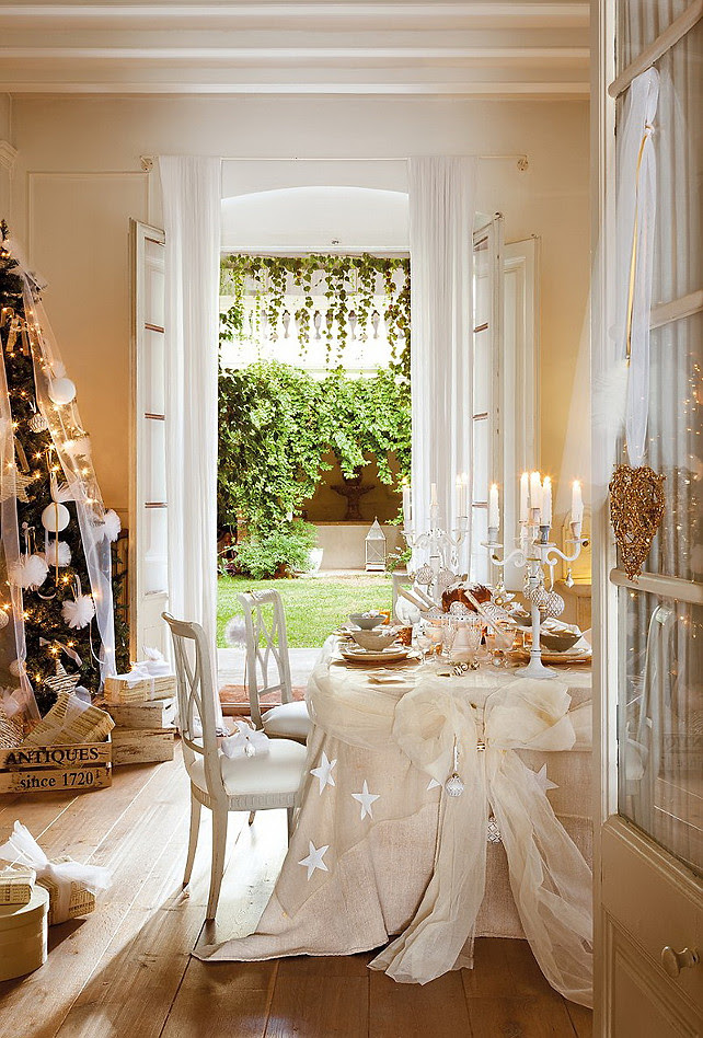 Dining Room Christmas Ideas. French Christmas Decor. #DiningRoomChristmasIdeas ElMueble via Nicety.