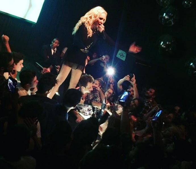 Deborah Blando durante show em São Paulo (Foto: Arquivo Pessoal)