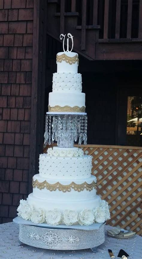 1000  ideas about Chandelier Cake on Pinterest   Vintage
