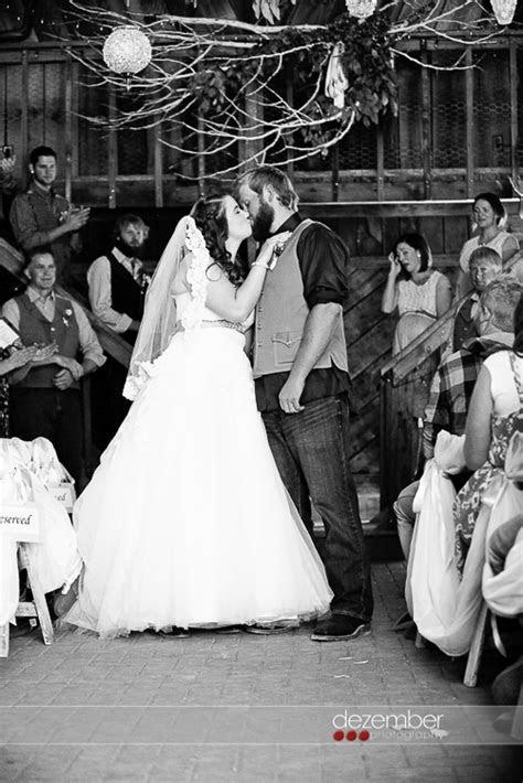 Sam   Aubrey   Mitchell Barn Wedding   Dezember