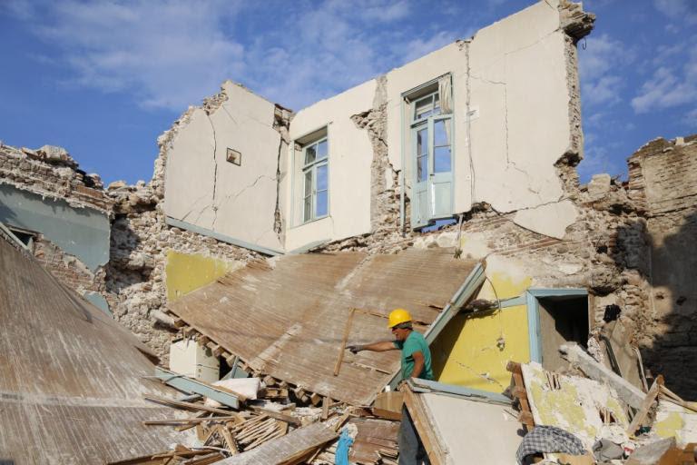 Σάλος στη Λέσβο! Η Μητρόπολη επισκευάζει… ναούς με τα χρήματα που μάζεψαν οι ομογενείς για τους σεισμοπαθείς | Newsit.gr