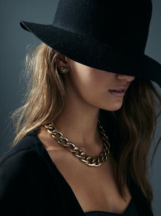 LE FASHION JEWELRY CRUSH JENNY BIRD FW 2013 SILVER CHAIN NECKLACE BLACK BASICS HAT V NECK TEE LONG WAVY HAIR  5 photo LEFASHIONJEWELRYCRUSHJENNYBIRDFW20135.jpg