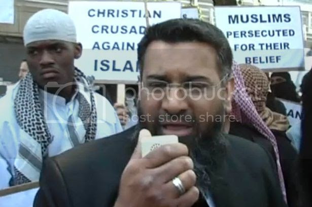 Choudary photo Michael-Adebojalo-standing-behind-Anjem-Choudary-as-he-takes-part-in-an-Islamist-demonstration-in-2007-1907815_zps7b750fb5.jpg