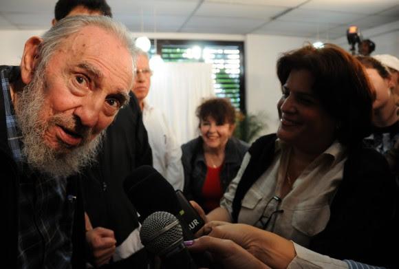 Fidel conversa con los periodistas tras ejercer su voto. 3 de febrero de 2013. Foto Cubadebate/Ismael Francisco