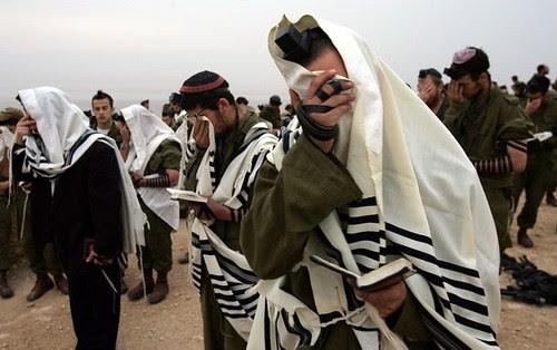 שמע ישראל ה' אלקנו ה' אחד by wayupnorthtonowhere.