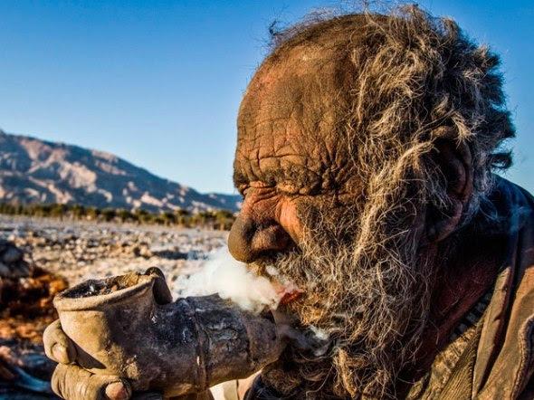 Hadji Amoo, um iraniano de 80 anos que diz não tomar banho a 60 anos