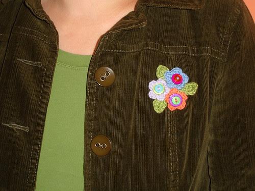 teeny tiny flower brooch (2)