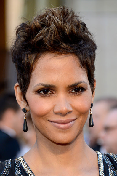 Actress Halle Berry arrives at the Oscars at Hollywood & Highland Center on February 24, 2013 in Hollywood, California.