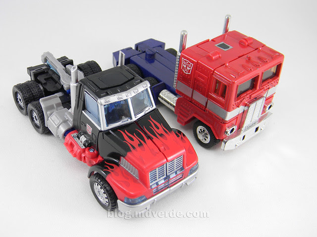 Transformers Laser Optimus Prime United Deluxe - modo alterno vs G1