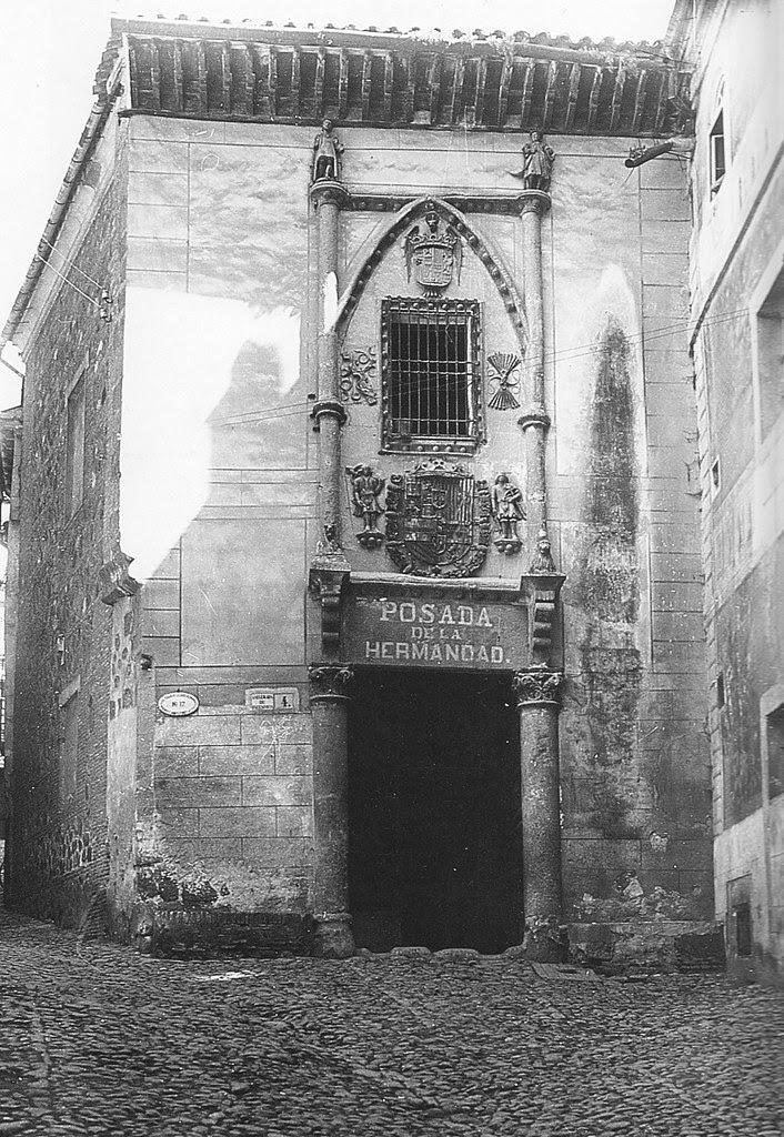 Fachada de la Posada de la Hermandad de Toledo a principios del siglo XX. Foto Rodríguez