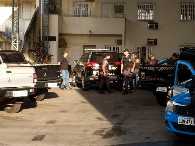 Polícia Federal faz Operação Vale Voto em Campos e cumpre mandados (Foto: Cleber Rodrigues/Inter TV)