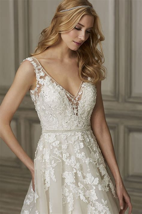 Brielle Wedding Gown em 2019   future?   Wedding dresses