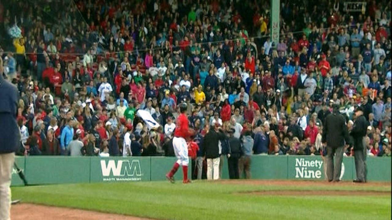 Espectadora fue golpeada por un bate en el Yankees-Medias Rojas