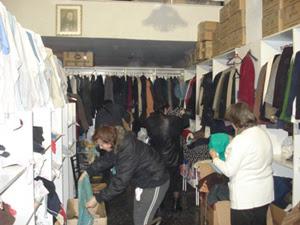 Δωρεές ρούχων στο κοινωνικό κατάστημα Ταβιθά
