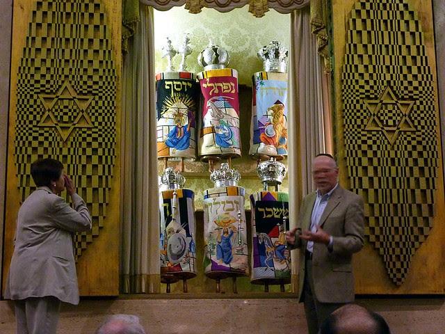 P1000315-2011-09-22-APC-Sacred-Spaces-Tour-Ahavath-Achim-Synagogue-opening-Aron-HaKodesh