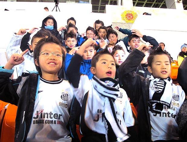 crianças no treino do Santos no Japão (Foto: Adilson Barros / GLOBOESPORTE.COM)