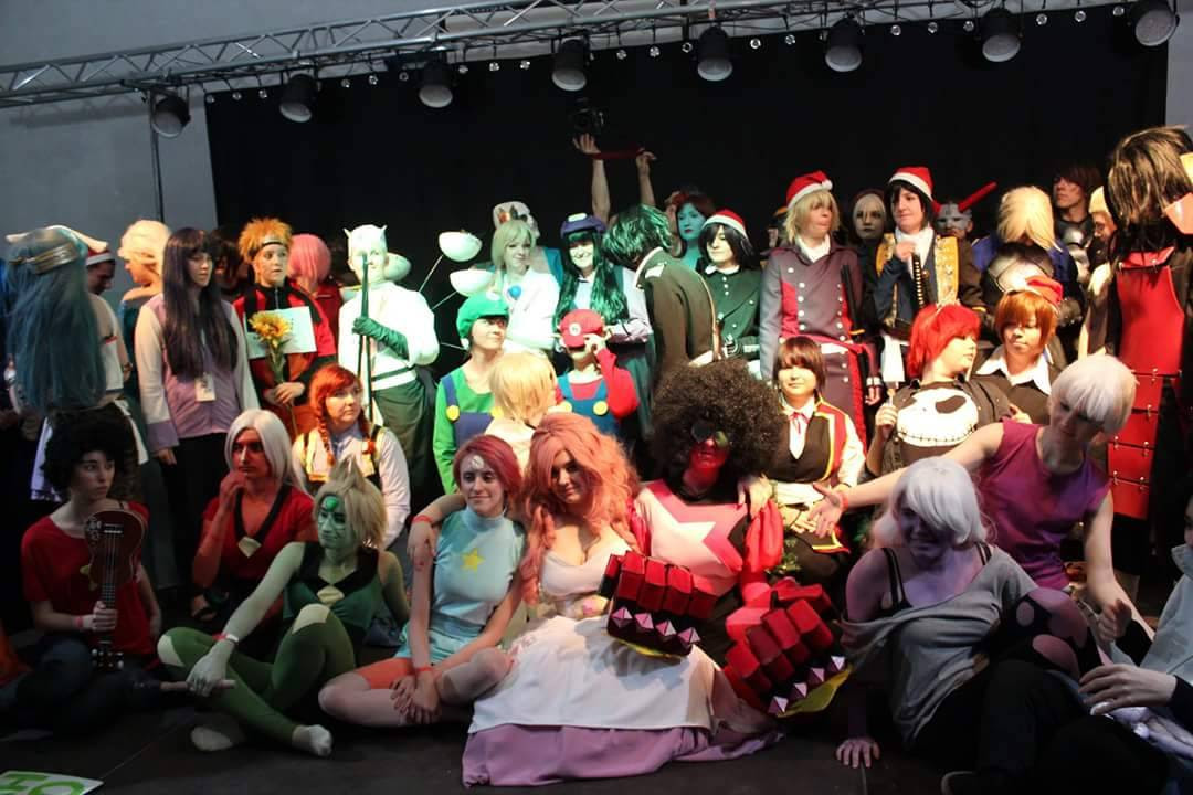 There Have some photos from the XmasCon in Poland We had so much fun as a grup of gems on the stage! And everyone was just wonderfull! We still wait for the photos from the Photo session but we have...