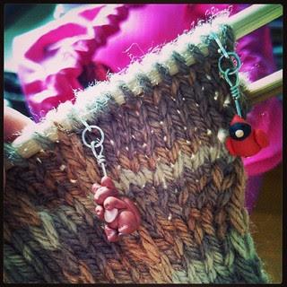 Finally finishing these #fingerlessmitts for my Mom #knitstagram #handknit #mitts #BerrocoVintage #knitting #stitchmarkers