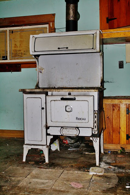Ma Bell's Rideau heater/oven/stove