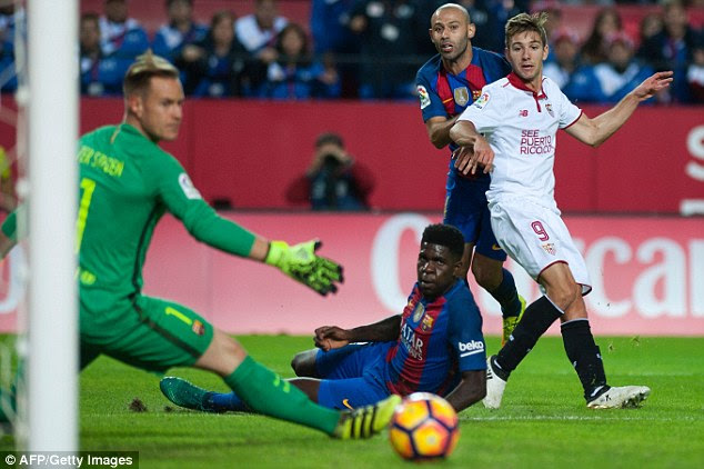 Sevilla's forward Luciano Vietto drags his shot wide with Javier Mascherano for company