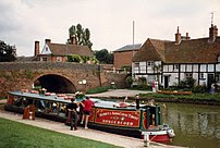 Barge on the Kennet & Avon Canal at Hungerford...