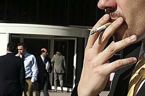 Las nuevas leyes alemanas no permiten fumar en lugares públicos. | Diego Sinova