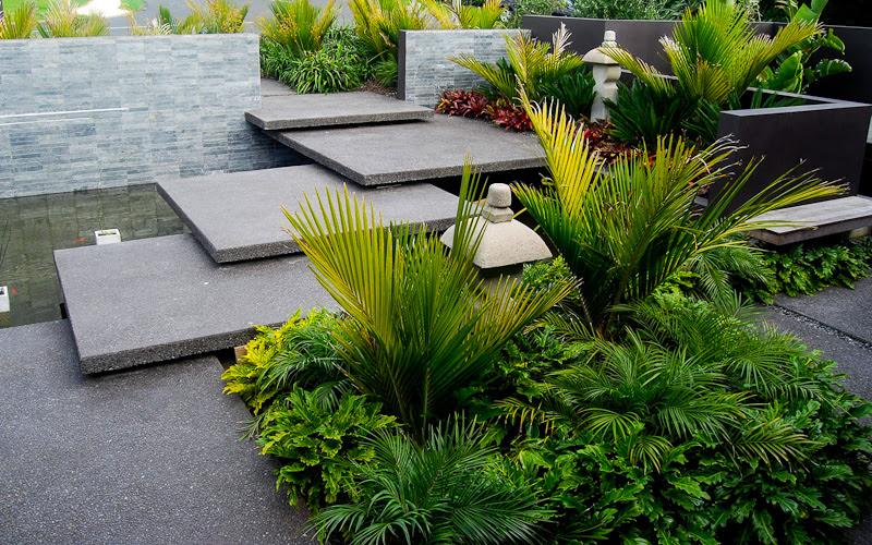 Modern garden entrance | http://lomets.com
