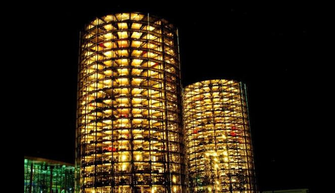 Gedung Transparan, Tempat Parkir Mobil