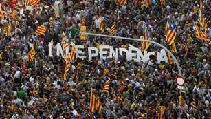 Ver vídeo  'Cientos de miles de personas se manifiestan a favor de la independencia de Cataluña'