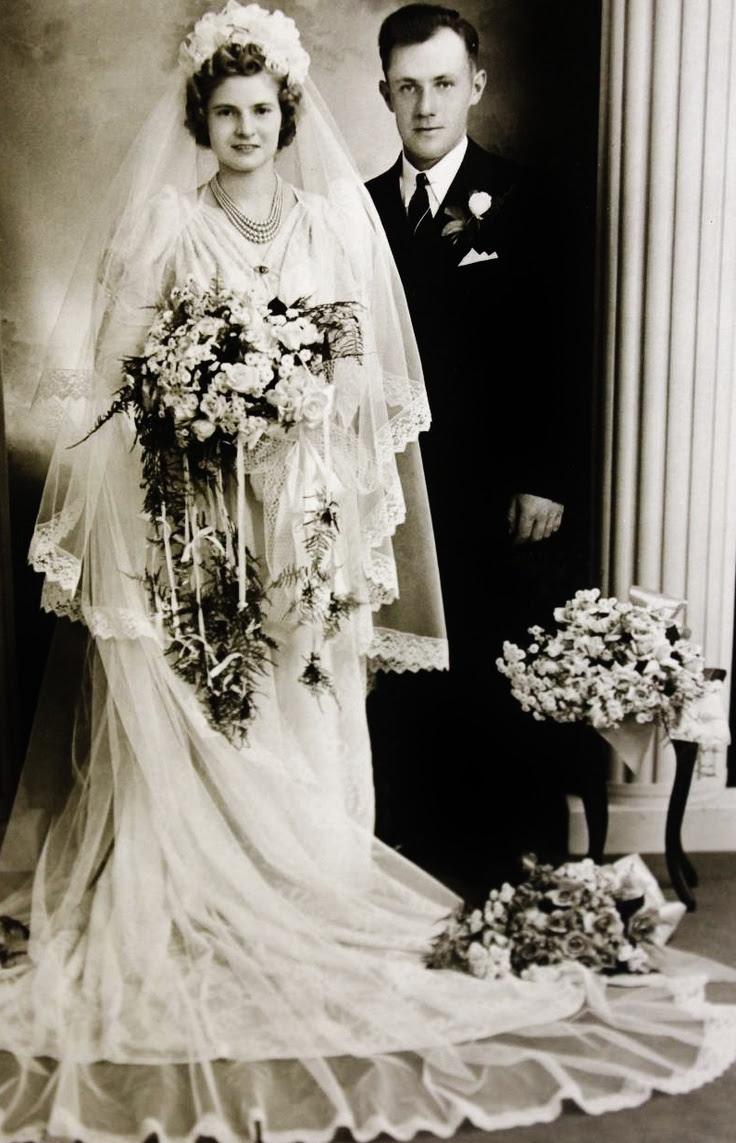 c. 1930s Wedding dress flowers