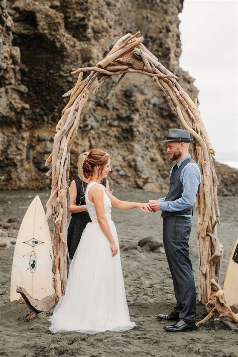 Anne Paar photography   New Zealand surfers wedding   wow