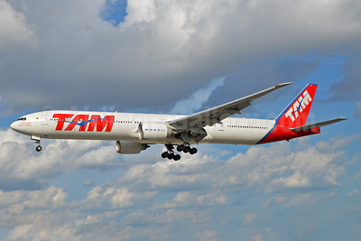TAM Brasil (TAM Linhas Aereas) Boeing 777-32W ER PT-MUE (msn 38886) PAE (James Helbock). Image: 909135.