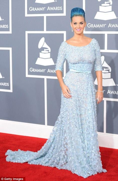 Calma antes da tempestade no palco: Rihanna e Katy cortar figuras muito diferentes no tapete vermelho