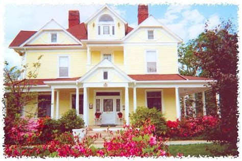 Blooming Garden Inn and Holly House   UPDATED 2016 B&B