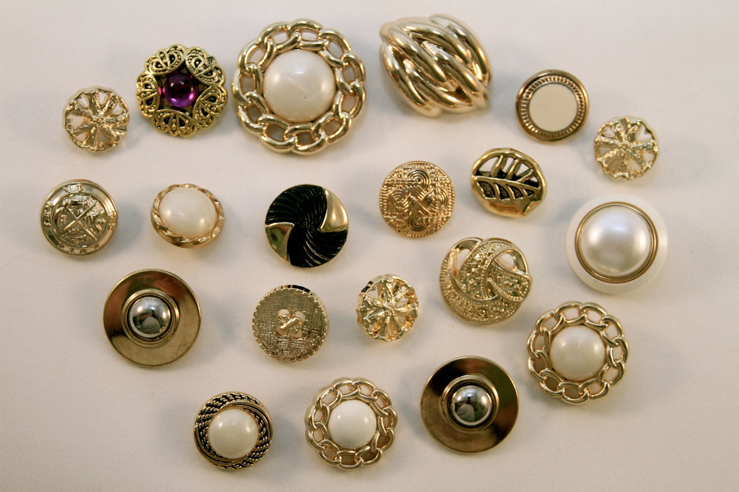 Set of Vintage Style Buttons 20 pc (S2)