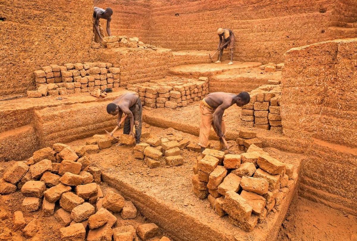 A pedreira de tijolos de Karaba em Burkina Faso 03