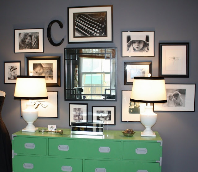 I love this bedroom gallery wall, such a good idea to fill the empty space around the mirror above the dresser
