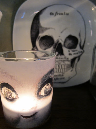 #293 - Creepy Doll Candle & Skull Plate
