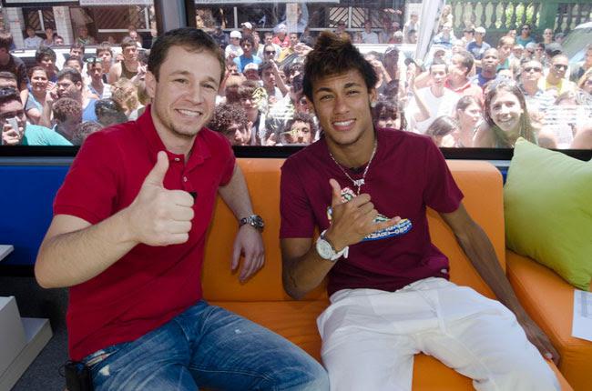 Tiago Leifert estreia estúdio móvel com a participação de Neymar (foto: TV Globo/Bob Paulino)