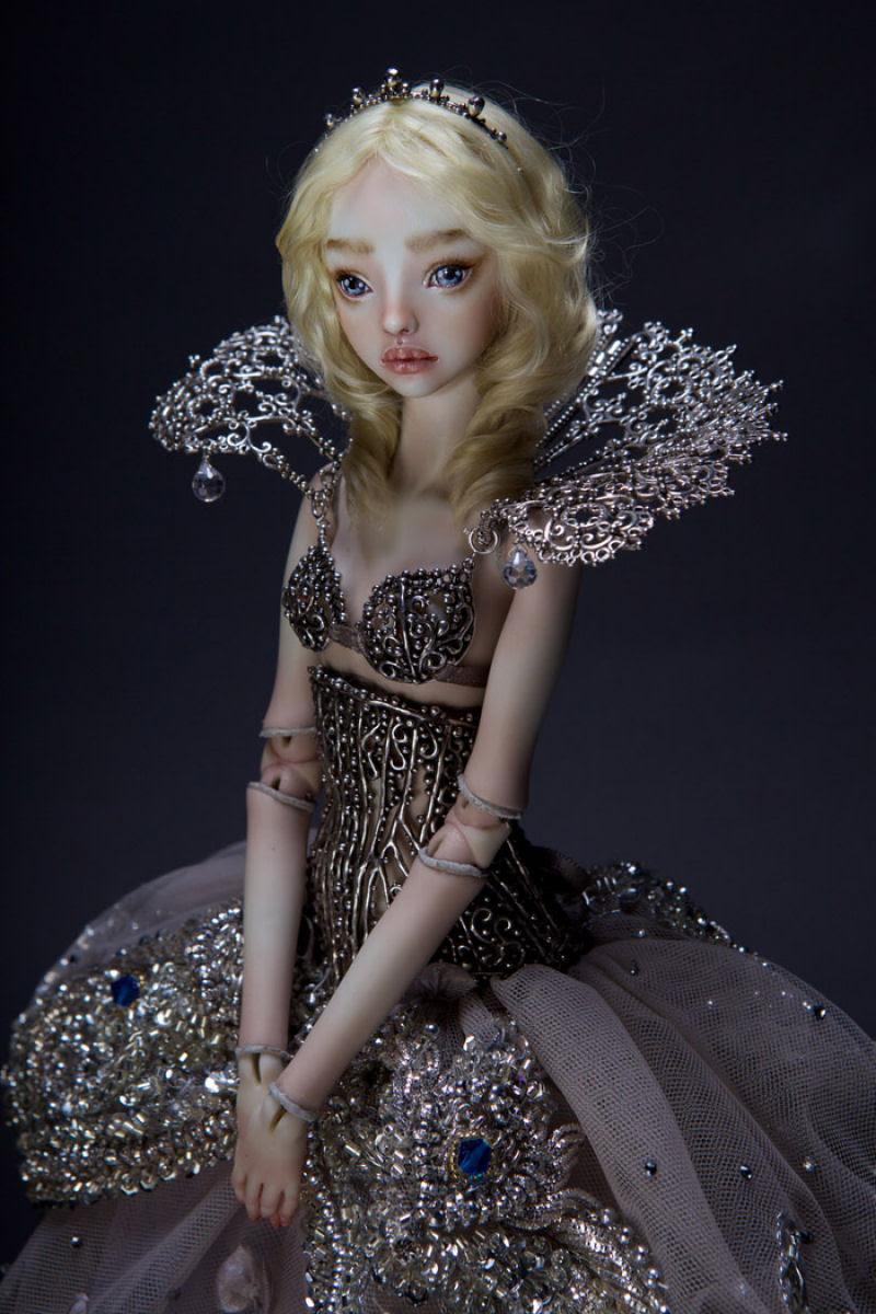 Elegantes bonecas lacrimejantes transmitem a complexidade das emoções humanas 18