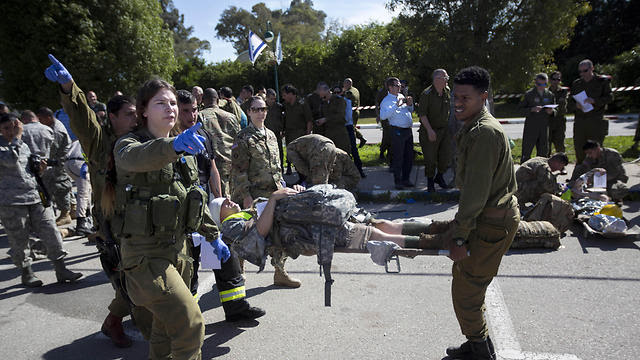 American servicemen and Israeli soldiers participate in a joint drill simulating a rocket attack at a base in Hatzor (Photo: AP, file photo)