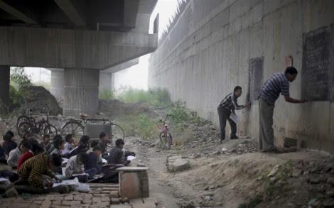Το συγκλονιστικό σχολείο της γέφυρας