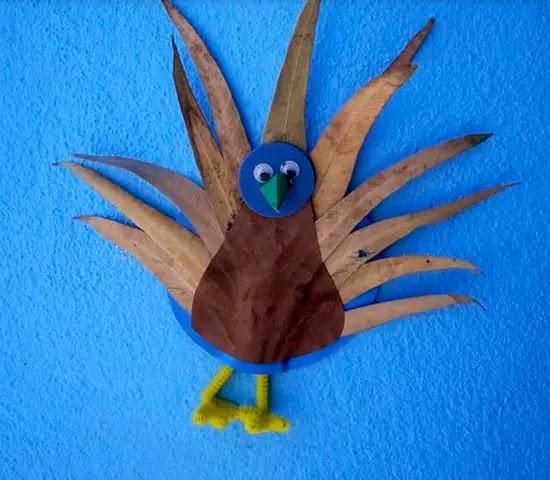 Resultado de imagen de pavo con hojas secas