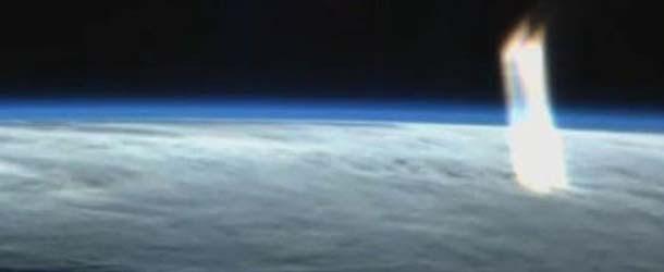 Imágenes de la NASA muestran unos misteriosos rayos de luz dirigiéndose hacia la Tierra