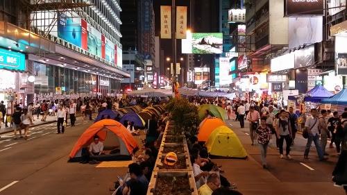 彌敦道と亜皆老街の交差点